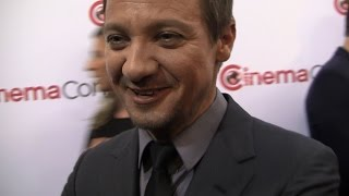 Jeremy Renner Compares 'Story of Your Life' to 'Close Encounters of the Third Kind'.
