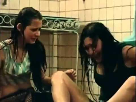 perempuan liar basah basahan di toilet adegan panas bioskop indonesia mp4