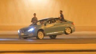 Árabes fazem Drift que nem doidos em ruas cheias de trânsito