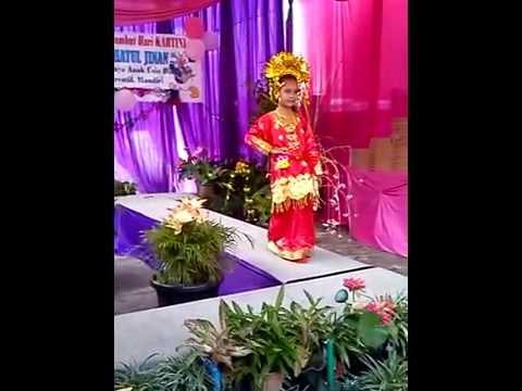 Lomba busana daerah adat sumatra barat