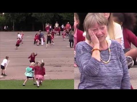 Flashmob Grundschüler überraschen ihre Lehrerin