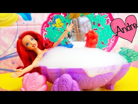 Ariel se da un baño pero Ursula trata de arruinarlo Juguetes de Princesas de Disney en español