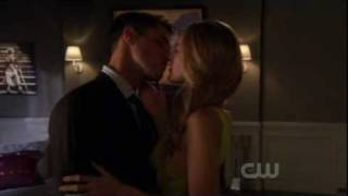 Gossip Girl Serena and her professor kiss 4x07 cute !