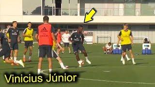 Vinicius Júnior treina pela primeira vez com o time do Real Madrid.