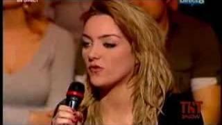 Léa Castel feat. Soprano - Dernière Chance (Live TNT Show)