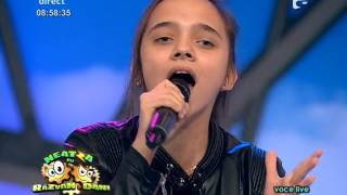 Miley Cyrus - Wrecking Ball. Vezi aici cum cântă Daria Nicoleta Peltea, la Neatza cu Răzvan şi D