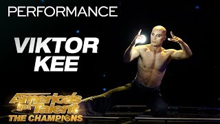 Viktor Kee: Juggler Stuns Crowd With Projection Performance - America