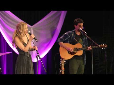"Emily Kinney - ""Hold On"" live at Walker Stalker Con"