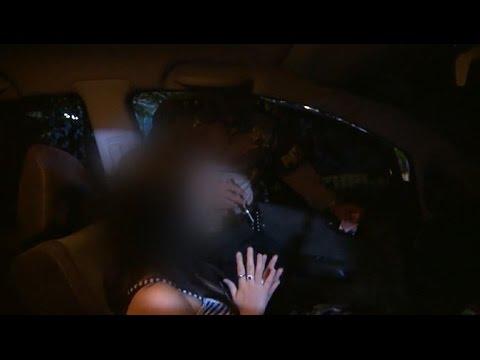 3 Pasangan ini Nekat Berbuat Mesum di Mobil 86