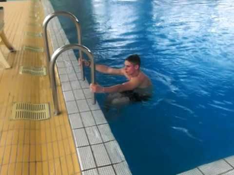 lodzik na basenie monachium