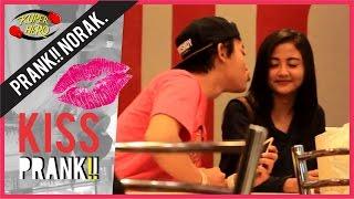 KISSING PRANK!! - Kemal Palevi , David Beatt CUPU #PrankNorak