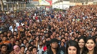 Lumia 730 captures world's largest selfie