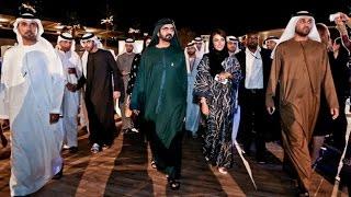 محمد بن راشد يزور معرض جائزة الشيخة منال للفنانين الشباب