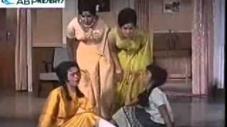 Aamdanni Atthanni Kharchha Rupaiyaa -- Teen Bahuraaniyaan (1968)