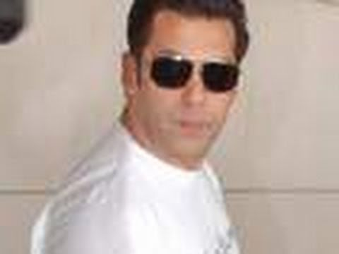 Salman Khan shown BLACK flags !