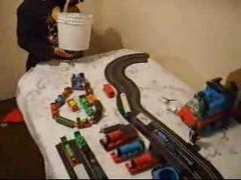 Nicolas presenta su coleccion de trenes