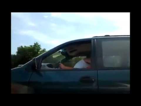 Casal faz Sexo no carro em movimento