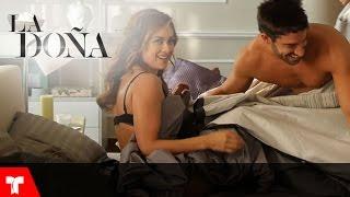 La Doña   Así graban Aracely Arámbula y David Chocarro las escenas en la cama   Telemundo