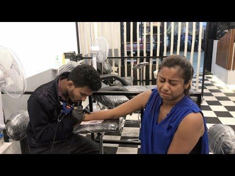 Xxx Mp4 Indian Vlogger Soumali Tattoo Banane Ke Waqt 3gp Sex