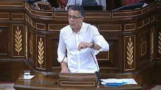 Errekondo canta en el Congreso Mucha Policía Poca Diversión de Eskorbuto