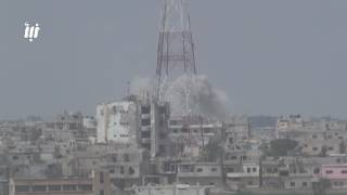 مشاهد للقصف المتواصل على أحياء درعا البلد من الطيران الحربي وصواريخ الفيل