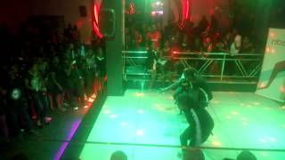 Party pipo perfoming black party