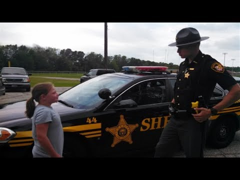 Police Buys Lemonade At Girl s Stand & Returns Next Day But Not To Buy More