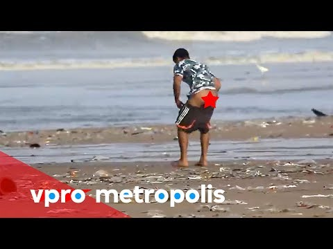 Pooping on the beach in India vpro Metropolis
