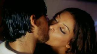 Bipasha Basu & R.Madhavan KISS in Jodi Breakers