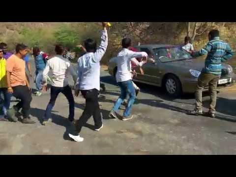 DARU PIDHO RE DEVI GUJARATI DESI SONGS DANCE FUNNY VIDEO IN JUNGLE- RADHE