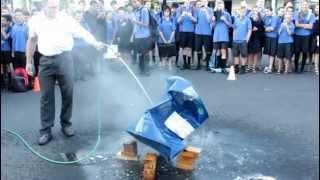 Atmospheric pressure crushes 220 litre drum (Experiment)