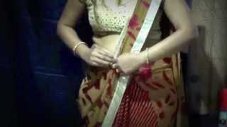 How to Drape Sari in Shilpa Shetty Style - wear saree to highlight the border