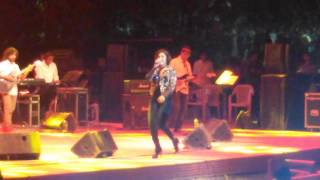 Sunidhi Chauhan Sings Tamil Song Jingunamani Live