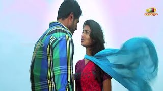 Aravind and Nikitha's first kiss - Its My Love Story Movie Scenes