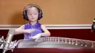 Đàn Tranh Remix - Bé Gái 4 Tuổi Đánh Đàn Tranh Remix Gây Bão Cộng Đồng Mạng