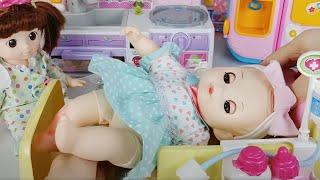 Baby doll and doctor Hello Kitty Hospital ambulance toys car play 아기인형 의사 헬로키티 병원 자동차 장난감놀이 - 토이몽