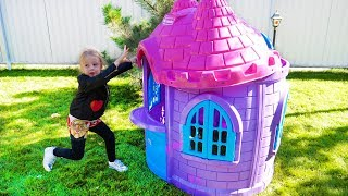 Stacy and dad build a new playhouse castle