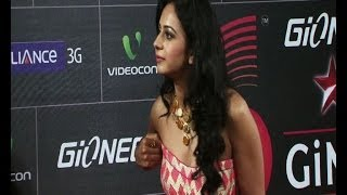 Yaariyan actress suffers wardrobe malfunction at GiMA