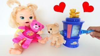 La Muñeca Baby Alive Sara y su hermano Boby con la Máquina de hacer Ositos de Peluche!!! TotoyKids