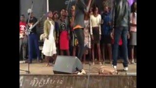 Uyangihola de  Joyous Celebration,interpretado em Angola