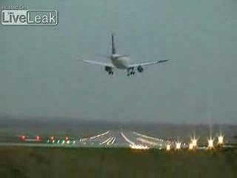 Lufthansa Airlines Nyaris Jatuh Ketika Akan Mendarat