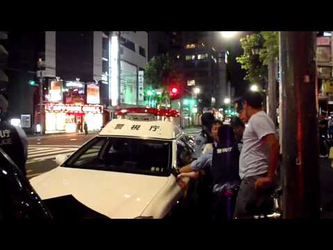 Japanese police take unconscious guy away over protests of friend ( RoiUzbekistan Roppongi)