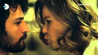 أول قبلة لكريم وهوليا من أغنية الحياة - hayat şarkısı