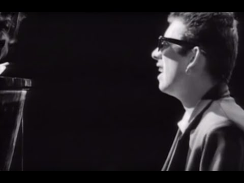 The Pogues Featuring Kirsty MacColl -  Fairytale Of New York (Official Video)