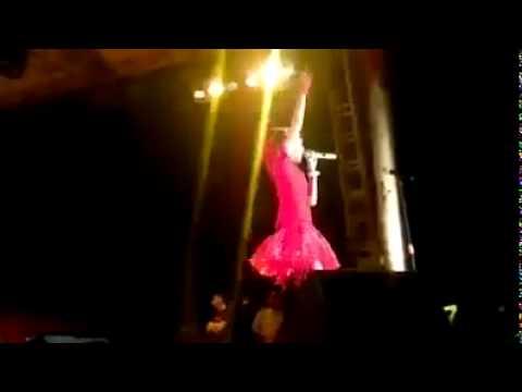 Dara The Virgin Terkena Lemparan Sendal Saat Konser di Belitung