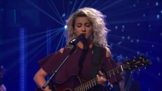 Tori Kelly Performs Hallelujah | Late Night: Seth Meyers
