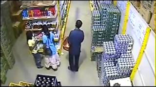 Girl Thief in Shopping Mall captured live on CCTV