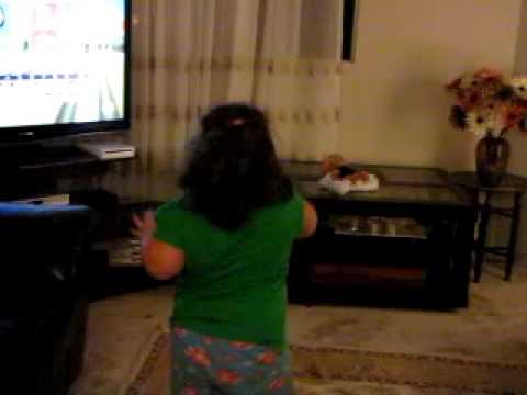donya dancing  and singing