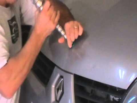 reparacion bollo en capot Renault con técnicas de Desabollado Sin Pintar VARILLERO SACABOLLOS