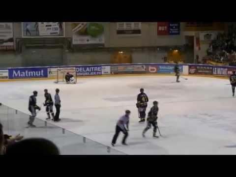 Rouen Hockey : Teemu Elomo provoque Vladimír Hiadlovský (Strasbourg) RHE 76